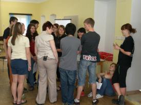 Mgr. Kostincová s žáky před vyučováním