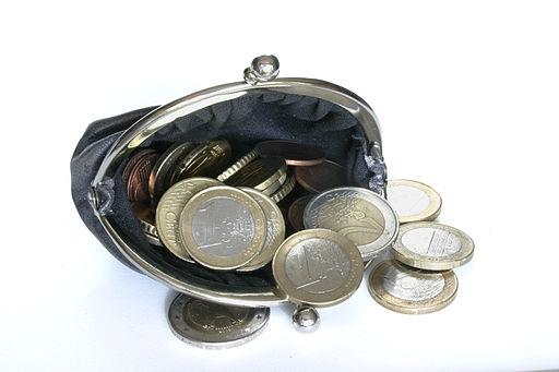 http://commons.wikimedia.org/wiki/File:-_Money_01_-.jpg?uselang=cs